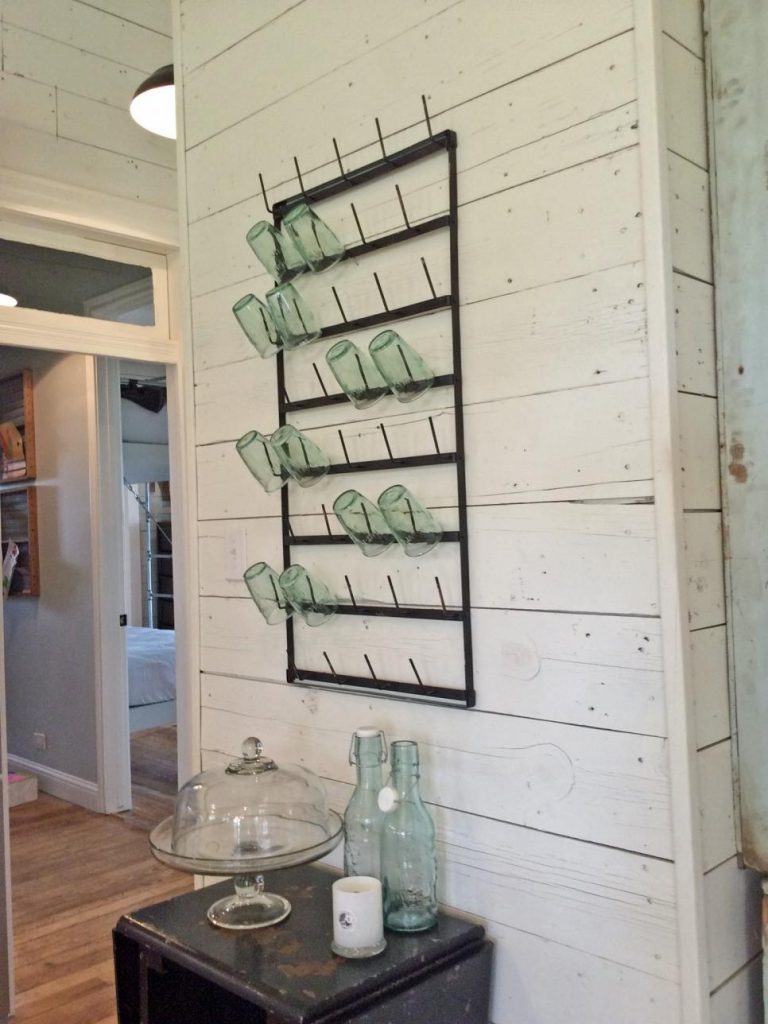 Fixer upper shiplap kitchen - Via Hgtv