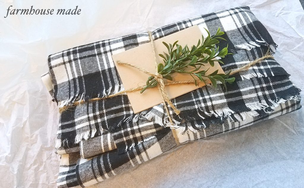 THE BEST blanket scarf - easy gift idea!!