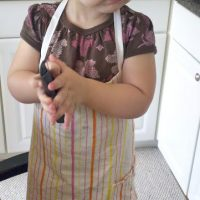 Make your own toddler sized apron from a tea towel!