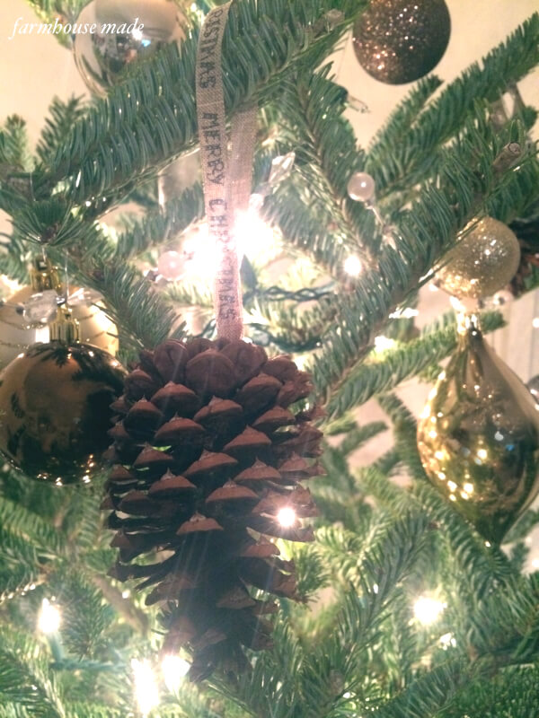 Make your pinecones into adorable rustic pinecone Christmas ornaments in no time!!