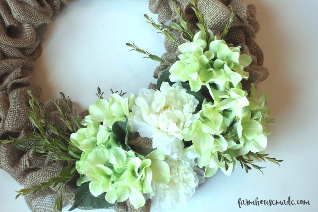 How-To-Make-A-Burlap-Wreath-Farmhouse-Made-16