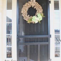 Add this to your spring list: How to make a burlap wreath!
