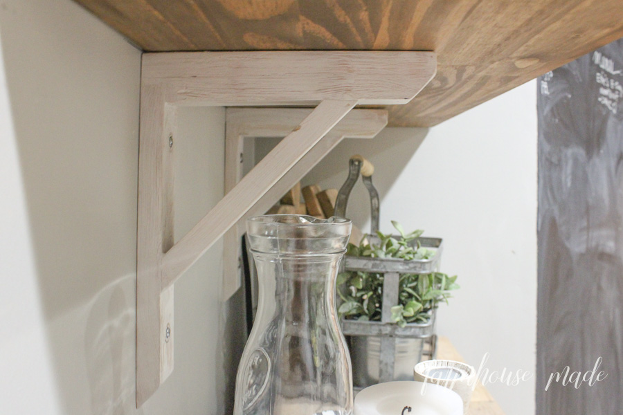 Learn how to build these adorable DIY corbels for any shelf, with no stress! #GOWITHGOPAK #AD #DIY #RusticCorbels #DIYCorbels #FarmhouseStyle #FarmhouseKitchen
